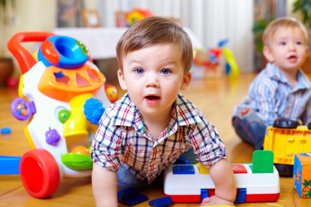 Enfant-jouets